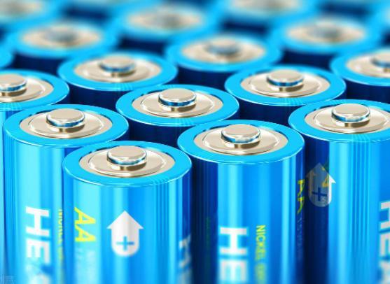 动力电池大逆转! 磷酸铁锂电池产量、装车量全面反超三元锂电池