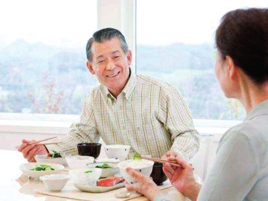 餐后发晕犯困往往是餐后低血压的症状 餐后低血压的应对措施