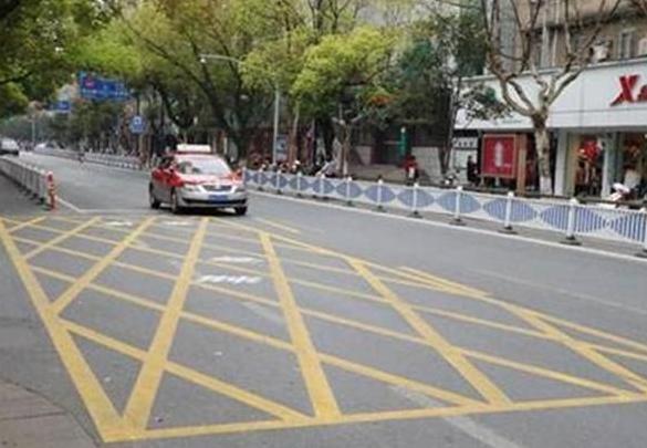 新交规推出五米禁停区 礼让行人一直都应该被重视