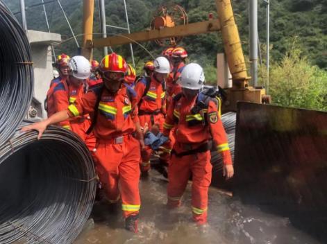 四川雅安泥石流致10余人失联,目前已经救出4人,其中1人遇难