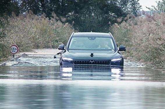 岚图FREE成功挑战全球首次涉水后底部碰撞 测试结果令人满意