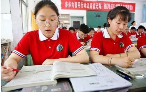 专家建议高考将外语改为选考,你同意这个观点吗?英语地位能否降低呢?