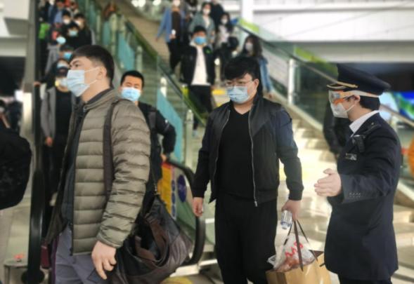 滞留新疆游客开始远程办公 新疆疫情情况滞留新疆游客开始远程办公