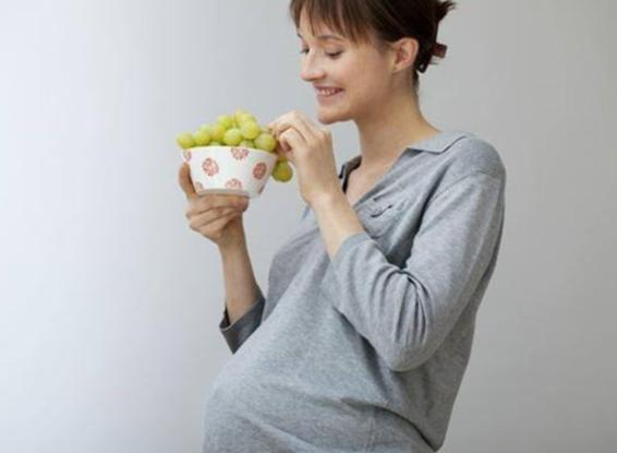 怀孕吃葡萄对胎儿好吗 怀孕吃葡萄对胎儿有好处但不能盲目的吃