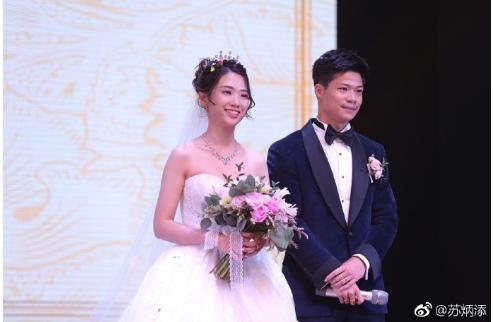 苏炳添晒照纪念结婚五周年,不禁感叹到:五年时间终于浪漫了一回!