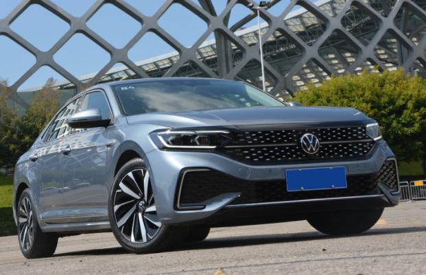 最新2022款帕萨特试驾评测 驾驶手感依旧燃油经济性还需提高