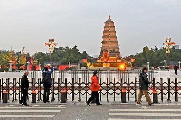 因疫情防控,西安大雁塔景区、大唐不夜城步行街暂停开放