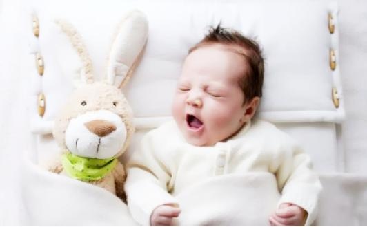 宝宝睡觉头部出汗是什么原因?宝宝睡觉生理性出汗该怎么办?