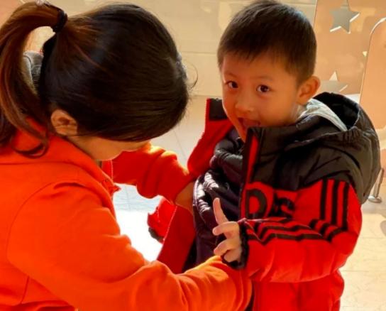 冬天宝宝小手发凉是暗示冷吗?如何判断宝宝冷?