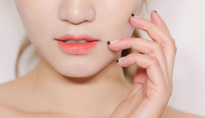 唇膏可以吃吗?涂抹唇膏需要卸妆吗?