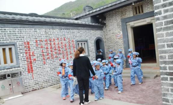 传承幼儿园历史文化基因,吸收国内外先进教育思想。