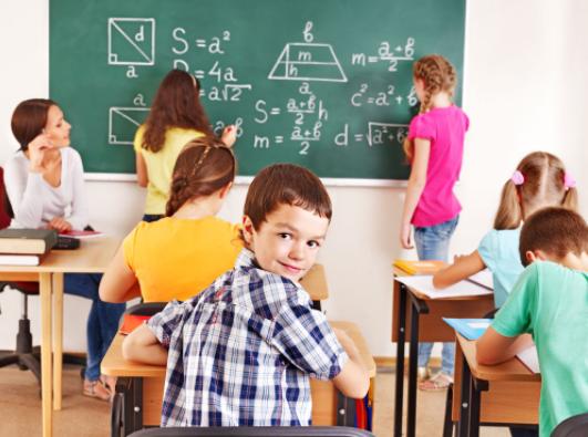 高等教育是一个动态的历史概念,高等教育与社会发展之间的关系。