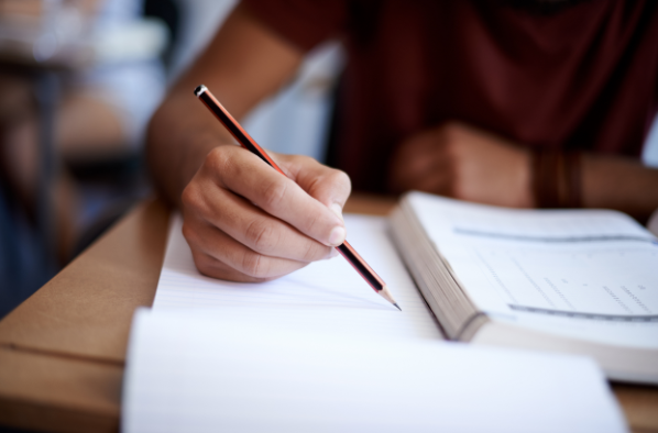 """何谓""""职教高考""""?职业教育必须理直气壮地抓好职教高考。"""
