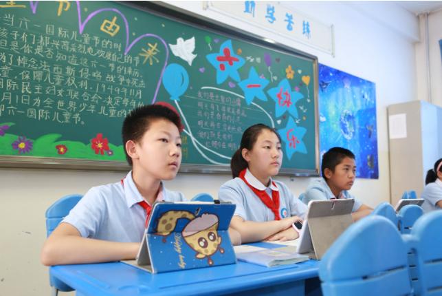 2021年中小学德育工作实现新成效,基础教育课堂教学改革完成新突破。