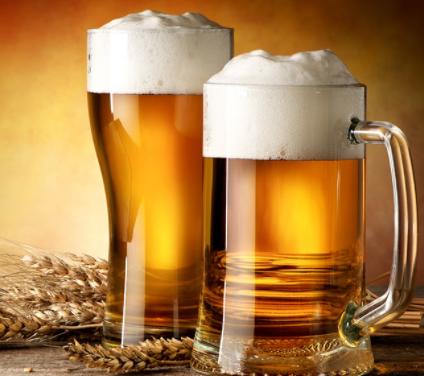 白酒和啤酒相比,哪个更伤肝呢?是不是酒越贵对身体伤害越小?