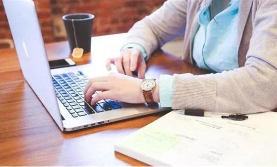 职业教育更注重综合素质的培养,而不仅仅是技术水平的培养。