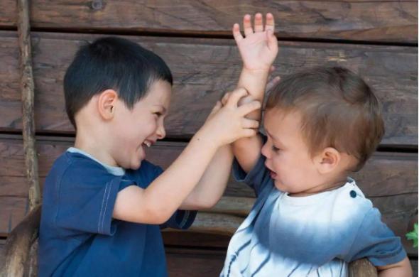 孩子之间发生了矛盾,父母如何正确处理?