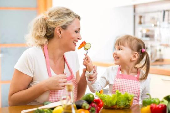 为何宝宝不喜欢吃饭?如何确引导宝宝对吃饭产生兴趣?