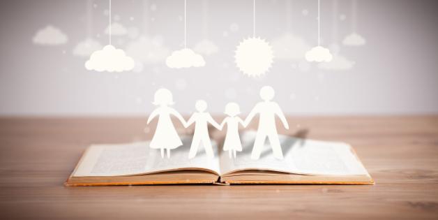 提升家庭教育是贯彻落实以德育人基本方针的关键,塑造正确教育观念。