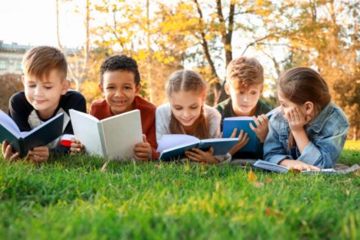 一个好的未来,读书自然是最好的路!请告诉孩子,不读书换来的是一生的底层
