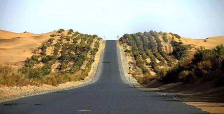 """中国是怎样穿越""""死亡之海"""",来开通新疆沙漠公路的?"""