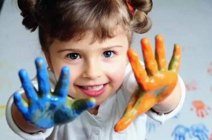 """孩子聪不聪明,看他的""""手""""就知道,手有这3种表现说明孩子聪明!"""