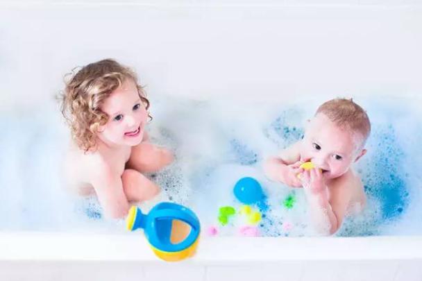 为什么给宝宝洗澡要特别小心?什么特殊情况下,宝宝是不可以洗澡的?