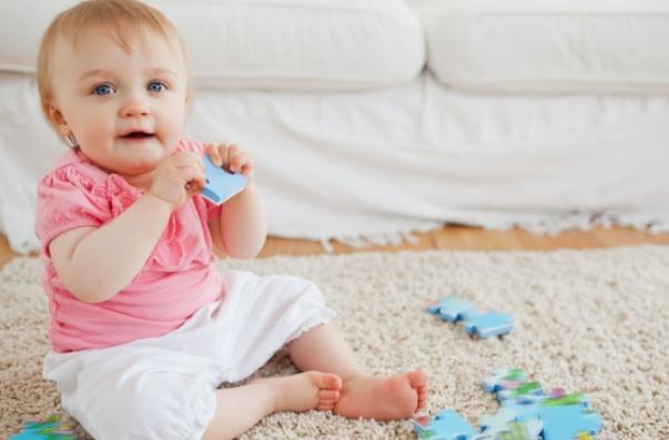 孩子智力发育情况,1岁内就有迹可循,父母该做些什么?