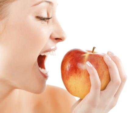 吃苹果的黄金时间?晚上吃苹果会伤害胃吗?注意这几类食物,很喜欢吃也尽量少碰