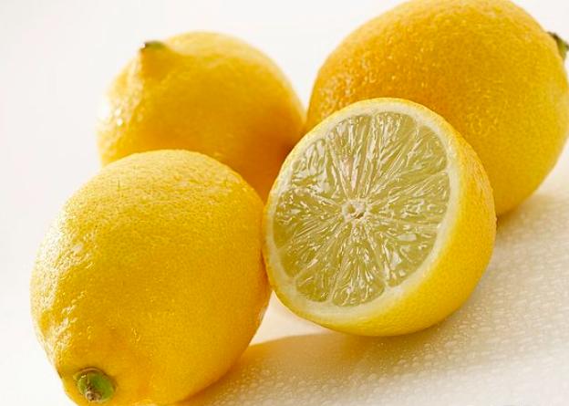 """睡觉时放柠檬真的可以促进生长提升记忆力吗?""""柠檬增高法""""风靡一时,有科学依据吗?"""