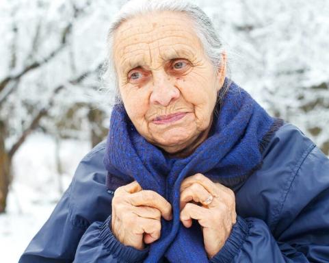"""冬天心脑血管疾病易发,面对冬季的""""关口"""",老年人如何安全过冬"""