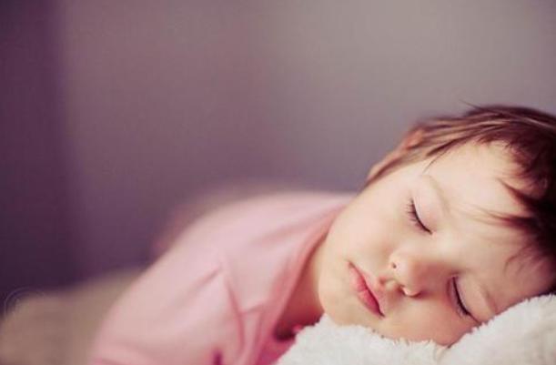 孩子出现这几种特征说明要停止长高了,父母一样要引起重视!