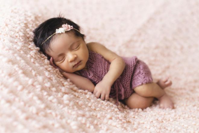 宝宝月龄低于8个月,最好少用这几种睡姿,哪些问题家长们需要重视?