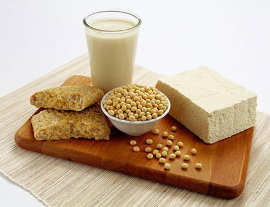 豆浆和牛奶谁的营养价值更高?应该如何选择?