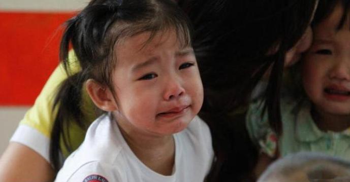 宝宝上学总是哭该怎么办?家长应该怎么做?