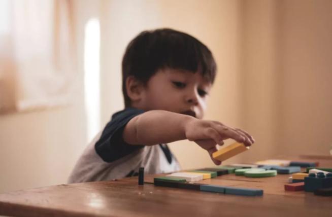"""分辨孩子是不是学霸,看""""橡皮檫""""就知道了!家长们可以对比。"""