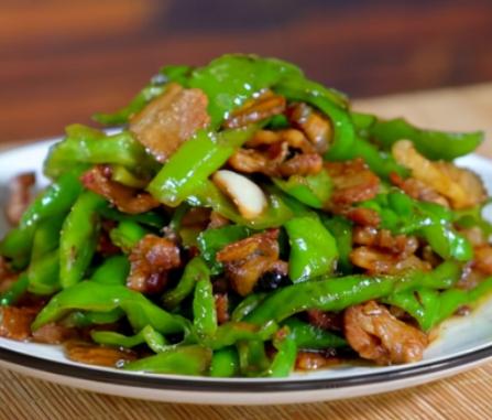 辣椒炒肉,先炒辣椒还是肉?掌握正确的方法,软嫩又香辣,怎么做都好吃