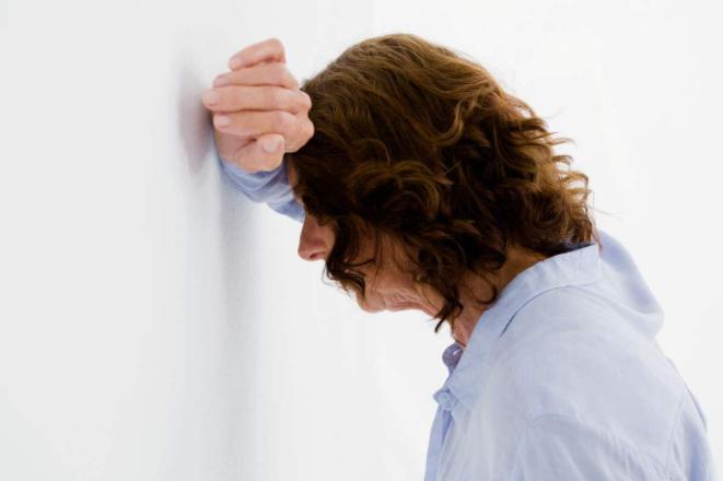 低血糖的症状有哪些?蹲下再站起来感到头晕是否是低血糖呢?