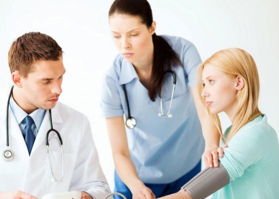 高血压肾病为何危害这么大?吃药对肾也不好,高血压肾病还能不能吃药?