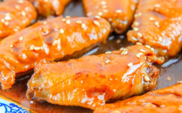 红烧鸡翅的好吃做法?烧出最好吃的味道,这样做鲜嫩多汁入味到骨,一学就会