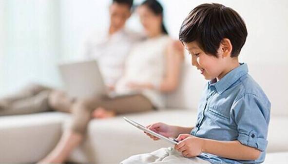 孩子每天沉迷电子设备日常如何保护视力?眼保健操真的有效吗?