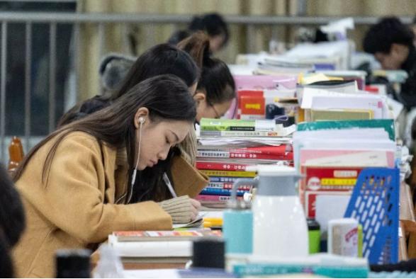 国家为什么要重视职业教育的发展?大专和高职的差别有什么不同?