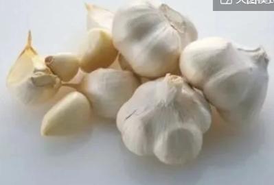 大蒜炝锅会致癌?生活中大蒜生吃好还是熟吃好?