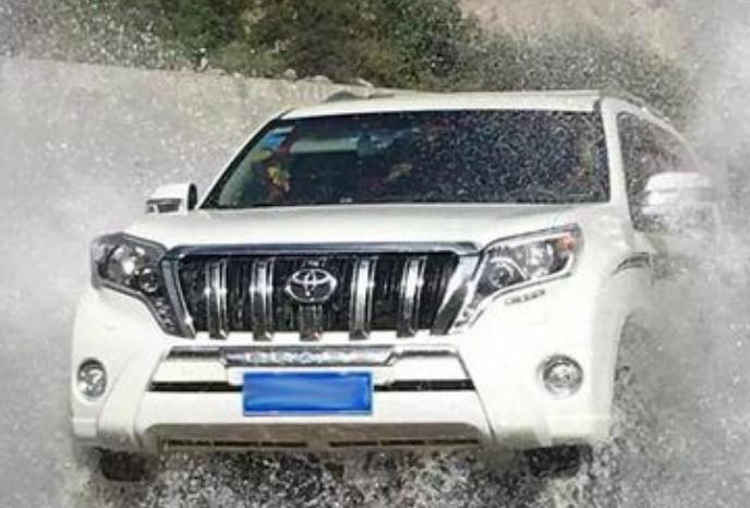 新款丰田普拉多,颜值似RAV4,展现SUV的运动、霸气之感!网友:不减运动、帅气