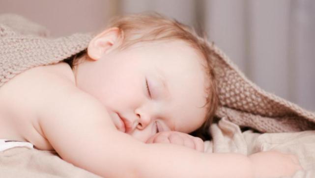 1~3月宝宝的护理重点是什么?1~3个月宝宝如何进行智能发育能力训练?