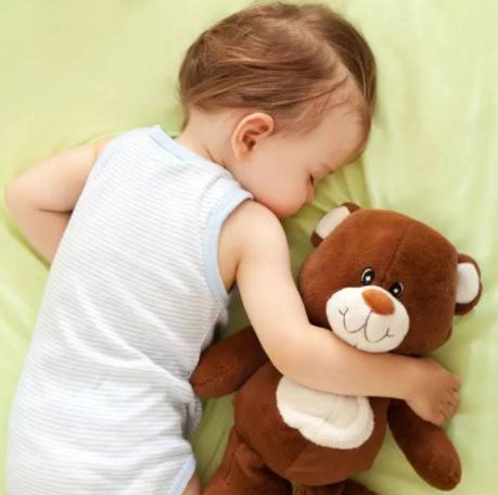 为什么宝宝睡觉时妈妈一走就秒醒?哄宝宝入睡有哪些注意事项?