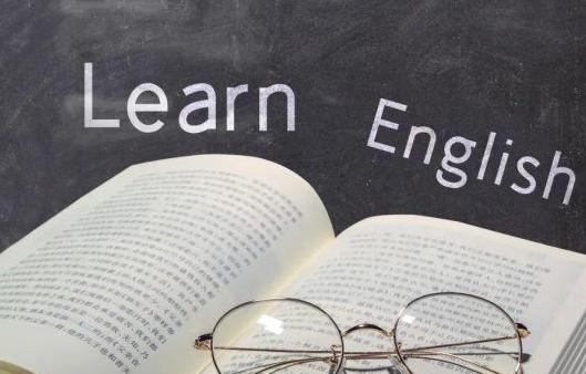 中小学英语主科地位该取消吗?不再将英语(外语)设为高考必考科目,引发社会热议