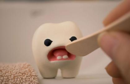 【家长正确拔乳牙方法】自行给娃拔乳牙致娃口腔感染红肿