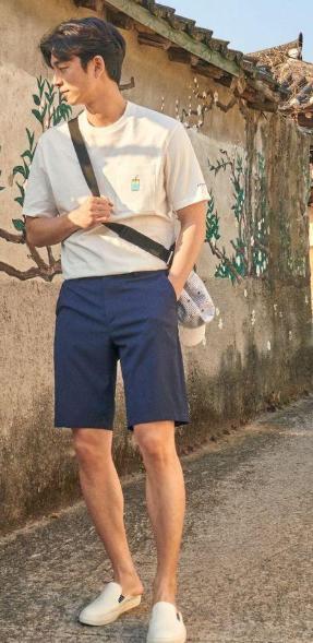 适合男性的夏季穿搭 简约又舒适穿搭小技巧
