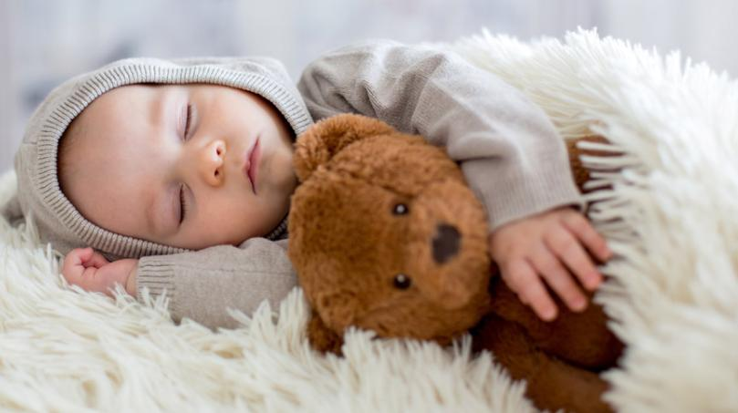 宝宝抱着才愿意睡怎么办?2021最有效解决办法就在这里!